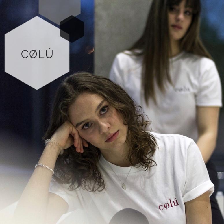 """Das ist: Cølú! 💜 """"Das Label cølú entstand im vergangenen Sommer durch eine spontane Idee und wurde von meiner Schwester Luisa und mir gegründet. Wir setzen auf Qualität statt Quantität, daher sind unsere Produkte aus hochwertiger Bio-Baumwolle und werden bei lokalen Betrieben nahe Heidenheim veredelt. Nach dem Motto """"simple and signifikant"""" ist unser Stil schlicht sowie minimalistisch und gleichzeitig nachhaltig - und somit bedeutend."""" www.colu-official.com"""